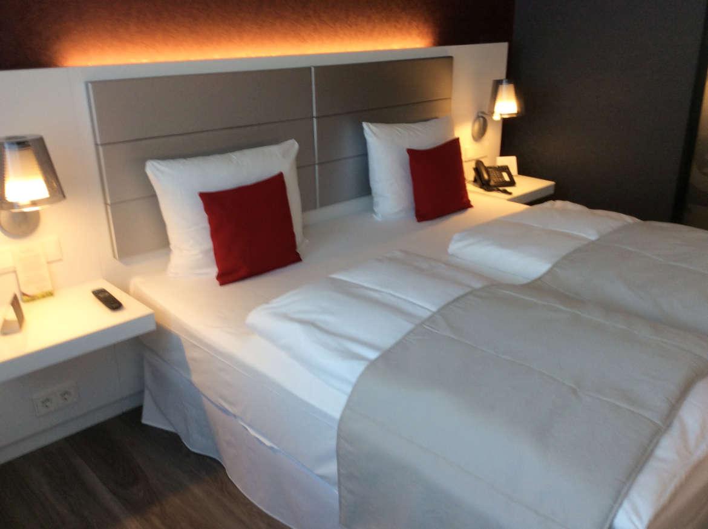 Das super bequeme Kingsize Bett im RIU Plaza Berlin