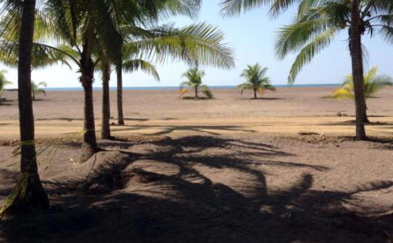 Der lange und breite Strand von Jaco