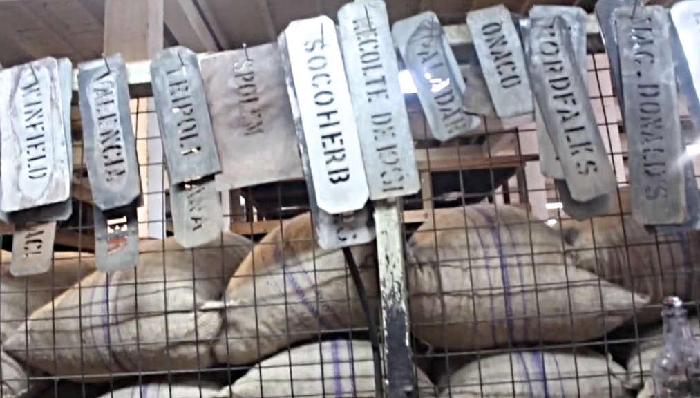 Hier werden die Säcke zum weltweiten Versand vorbereitet