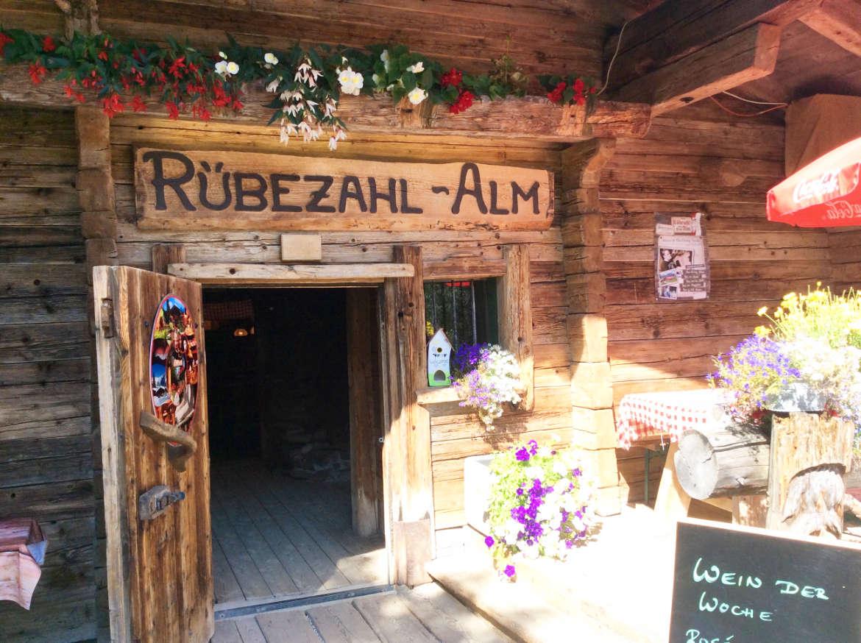 Der Eingang zur Rübezahl Alm