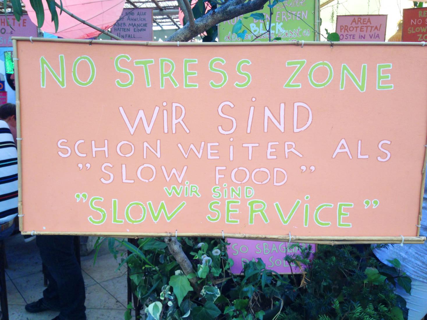 Wichtiger Hinweis in einem Restaurant in Bozen