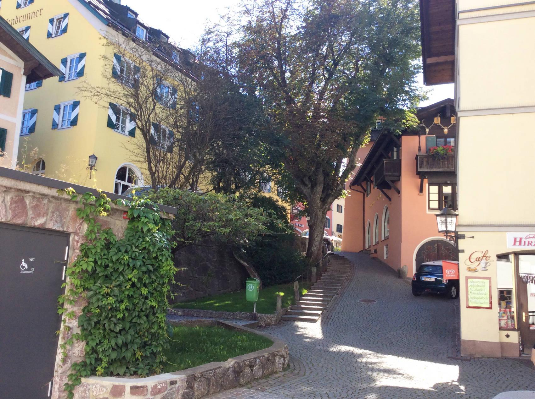 Durch engen Gassen in Kitzbühel