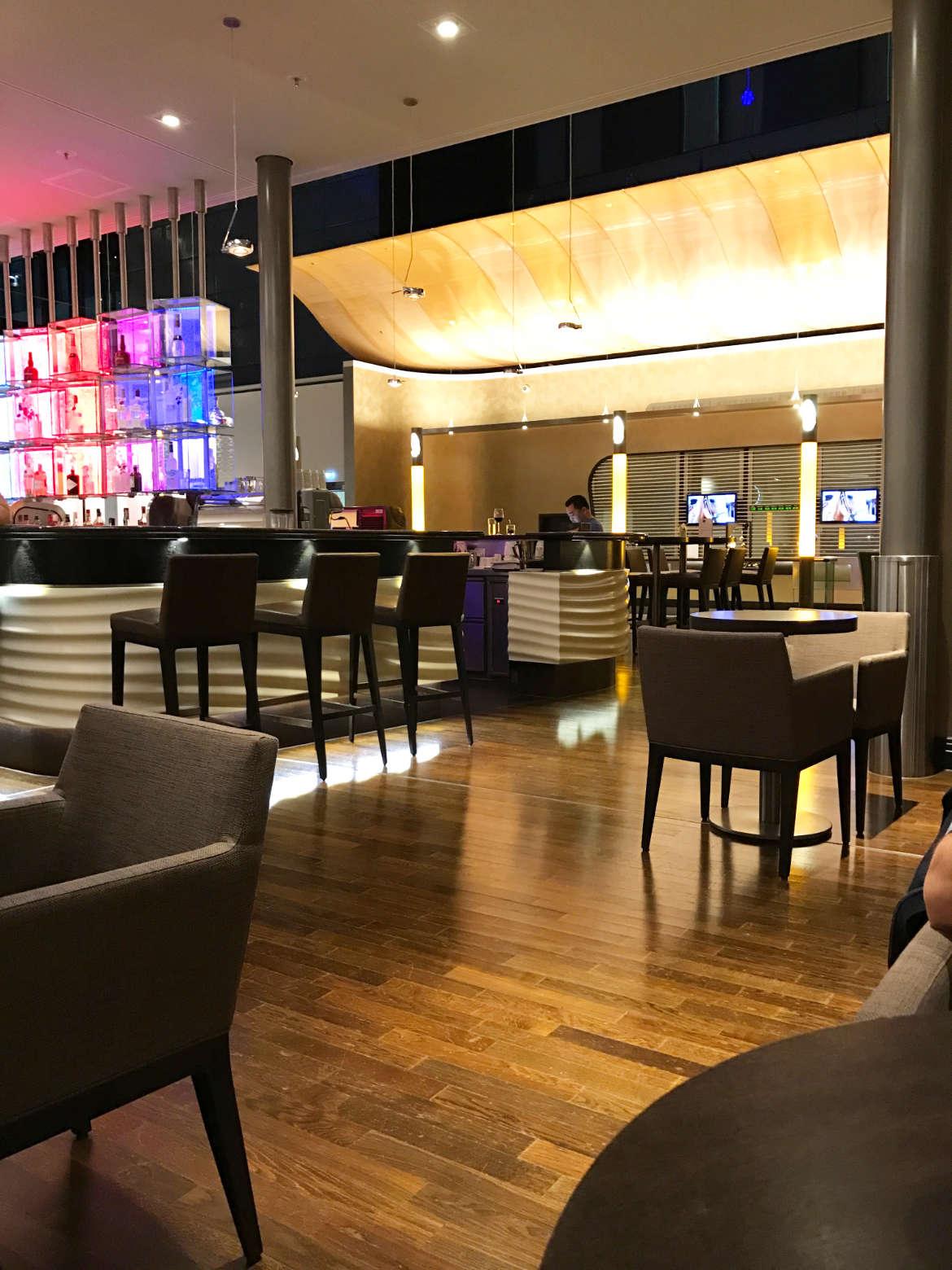 Hilton Frankfurt Airport - Die Bar bzw. das Bistro
