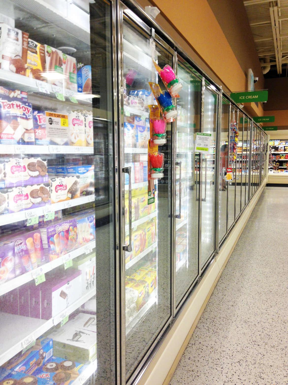 Die Tiefkühlschränke mit Eis