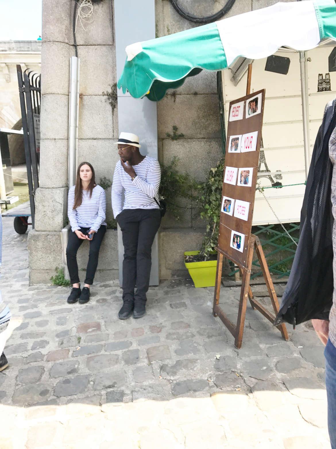 Maler und Liebesschlösser an der Seine, Paris
